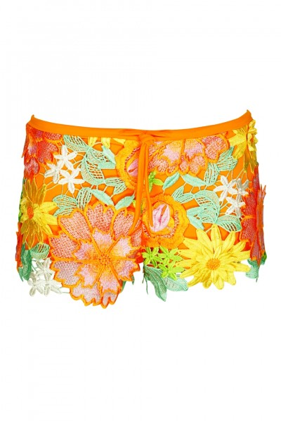 Shorts crochet with flowers